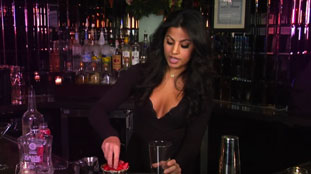 consejos para contratar un bartender para eventos , Bartender mujer
