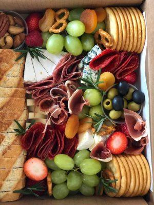 Gourmet box lunch para eventos virtuales de fin de año, team building, rally virtual, dia del amor
